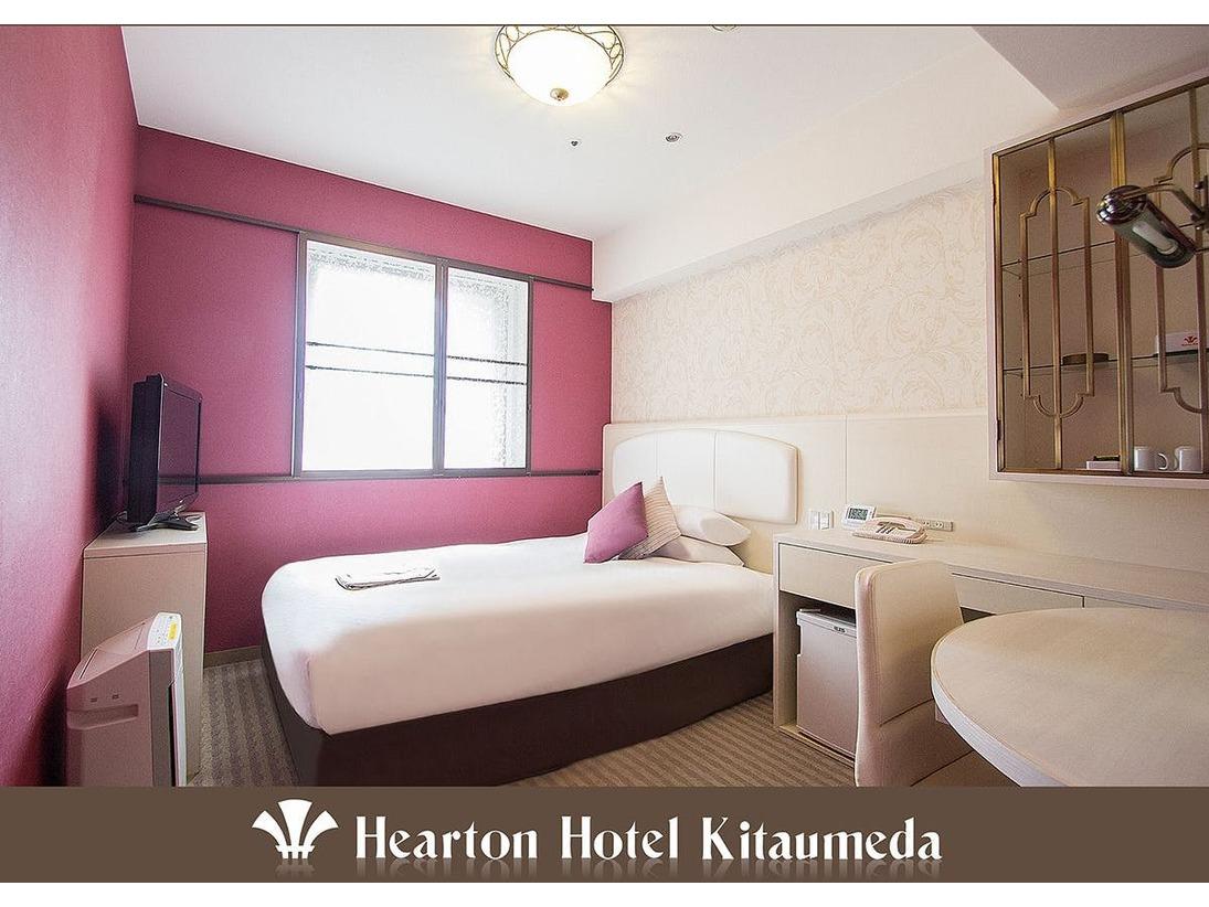 140cm×198cm (シモンズ社製)のベッドをご用意。可愛らしい内装で、コンパクトなお部屋。