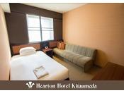110cm×198cm (シモンズ社製)のベッドをご用意。落ち着いた雰囲気でコンパクトなお部屋。