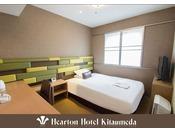 140cm×198cm (シモンズ社製)のベッドをご用意。落ち着いた雰囲気でコンパクトなお部屋。