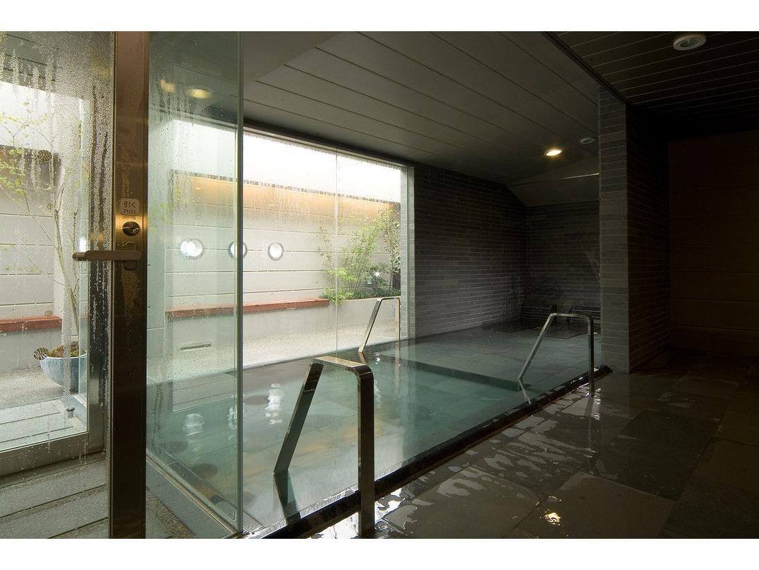 天然温泉大浴場~女性内湯~(湯温:40~42℃)