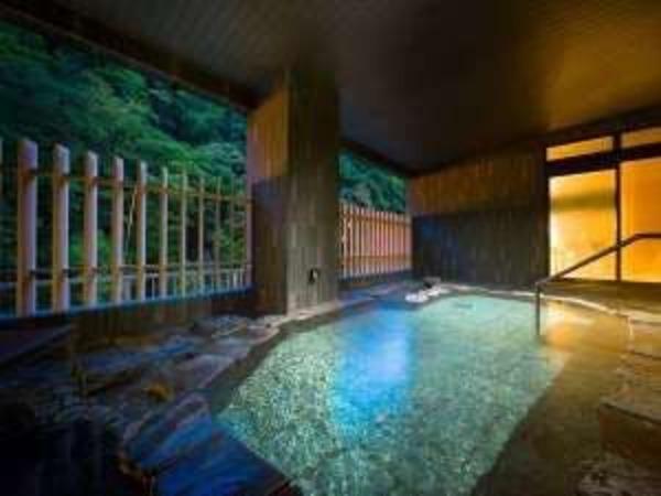 大浴場にある岩風呂でございます。
