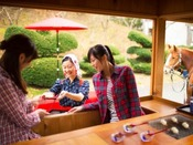 【公園めぐり馬車(春)】春の気持ちいい朝、かわいいもんぺ娘がじゅね餅をお届け
