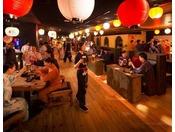 【ヨッテマレ酒場】21時からが大盛況。青森旅の夜に酔いしれる酒場