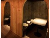 【ヨッテマレ酒場】隣と仕切られた個室のようなお席もございます。