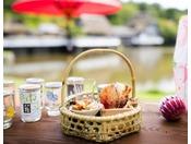 【ヨッテマレ花見まつり(春)】気軽に楽しむ「花見酒セット」。公園の好きな場所で花見酒をお楽しみ下さい
