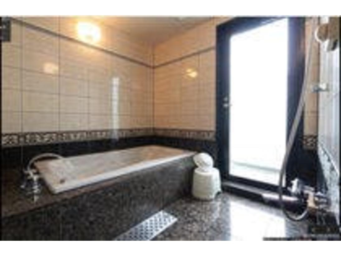 全室完備のジェット・ブロアバスでございます。広めの洗い場も自慢でございます。