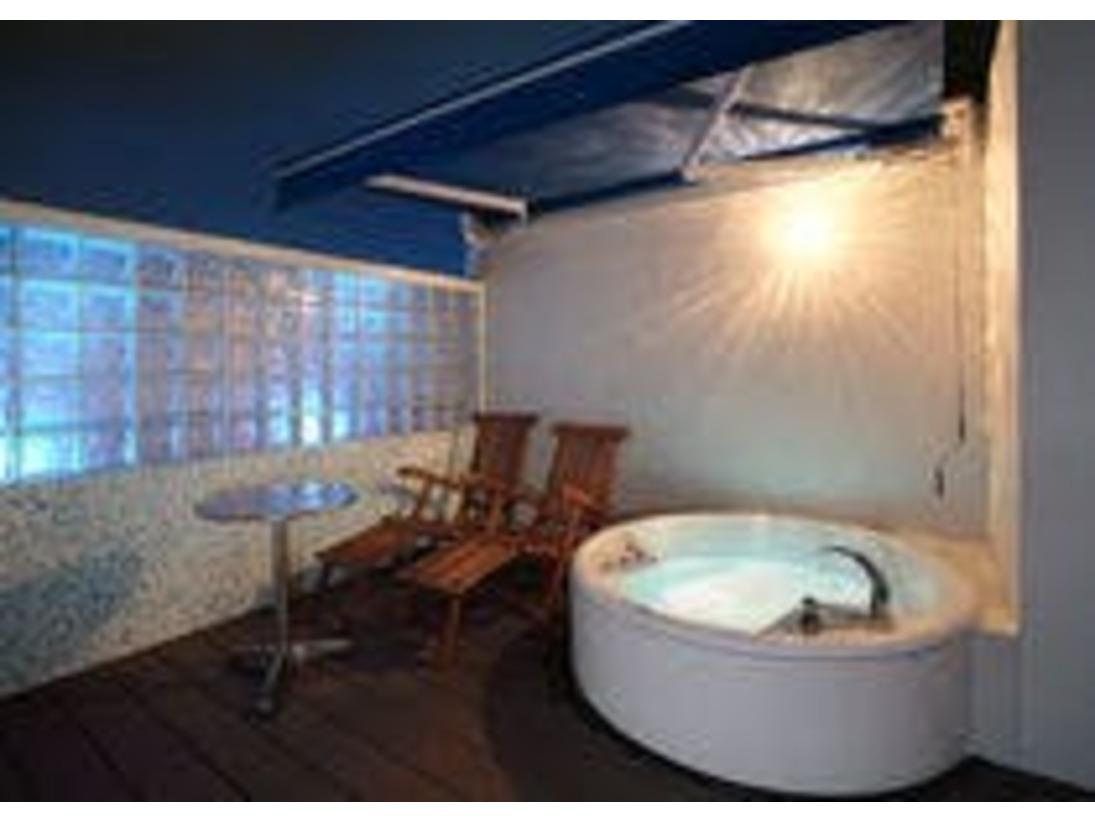 露天風呂付きのお部屋もございます。