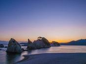 景勝地『浄土ヶ浜』へは約23km。霊鏡和尚が「さながら極楽浄土のごとし」と賛嘆し名付けたと伝わる。