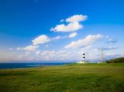 男鹿半島『入道崎』へは約281km。緑の大地、青い海、空のコントラストは、見るものの心を奪います。