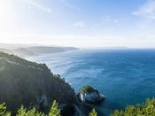 普代村『黒崎展望台』へは約50km。標高150mの断崖絶壁が続く海岸段丘が魅力で眺望はすばらしい。