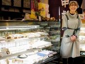おみやげにとっておきのお菓子を選ぶ時、思わず笑顔がこぼれます。栗菓子処『中松屋』へは約30km。