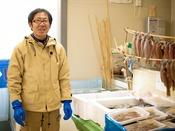 旬の魚をならべて皆様のお越しをお待ちしています!『山長商店』へは約8km。