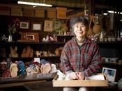 自分へのおみやげ!達人が丹精こめて作り上げた陶器や木工など販売。岩泉の『手しごとや』へは約30km。