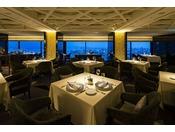 ホテル最上階から望む、四季折々の鹿児島の風景。洗練されたサービスで、シェフ自慢の本格西洋料理をゆっくりと味わう優雅なひとときをお過ごし下さい。
