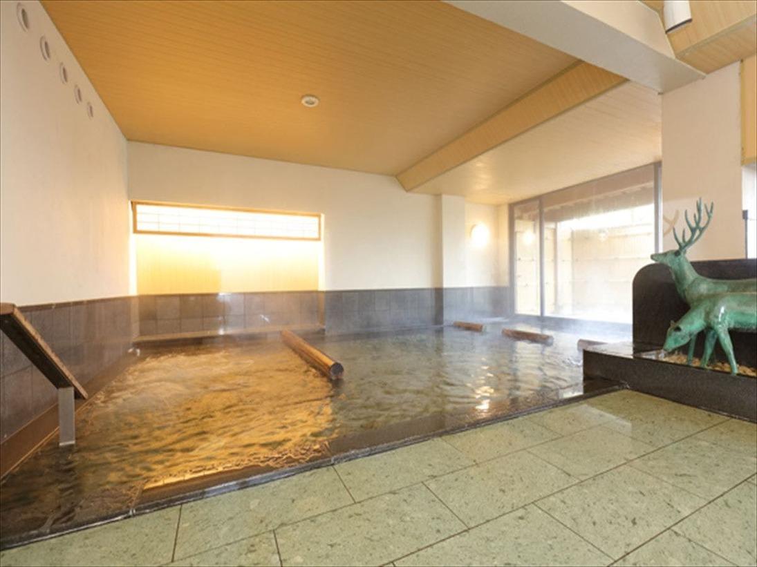 <大浴場>広々としたお風呂でゆっくり寛ぎいただけます。