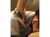 【さつま乃湯ボディケア-指圧マッサージ】肩コリや腰痛などの疲れにツボを刺激してコリをほぐします。