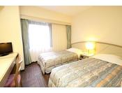 デラックスツイン2011年7月全客室リニューアル!!お部屋は、17.3平米・ベッド幅97センチ2台。高速LAN回線・無線WiFi・地デジ対応TV・ウォシュレット完備!!禁煙のお部屋です。