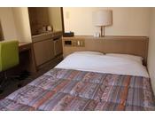 セミダブル2011年7月全客室リニューアル!!お部屋は、15平米・ベッド幅120センチ。高速LAN回線・無線WiFi・地デジ対応テレビ・ウォシュレット完備!!禁煙、セミダブルのお部屋です。