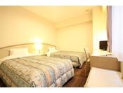 スタンダードツイン2011年7月全客室リニューアル!!お部屋は、16.3平米・ベッド幅110センチ2台。高速LAN回線・無線WiFi・地デジ対応TV・ウォシュレット完備!!禁煙のお部屋です。
