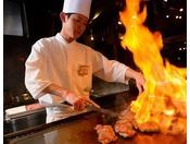 【のれそれ食堂】大人気!鉄板焼き。おすすめは青森県民の味「スタミナ源たれ」をつけて召し上がってみてください。