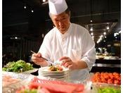 【のれそれ食堂】お客様の目の前で手際よく自慢の一品を仕上げます