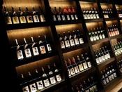 【バイキング】会場入り口には青森の地酒がズラリと並びます。