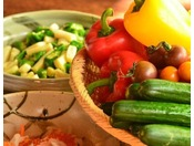 【朝食】バイキング。フレッシュな野菜たち