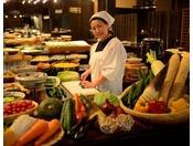 【のれそれ食堂】バイキングレストラン。古民家風の台所でかっちゃ(お母さん)が「よぐきたねぇ~」とお出迎え