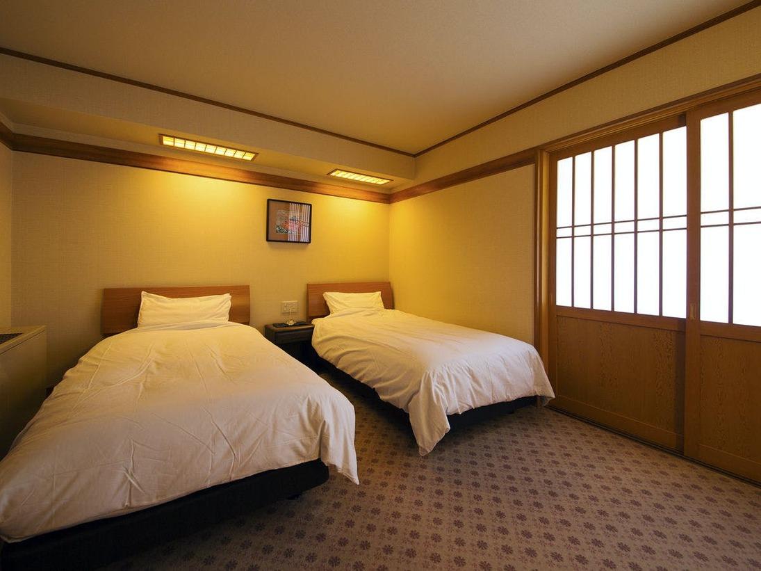 【露天風呂付特別室・和洋室】[ベッドルーム] ふかふかベッドが、最高の睡眠へと導きます♪
