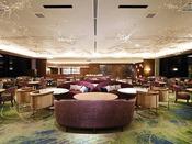 桜島を望み、3面ガラス張りの開放的な空間で大人の時間をお愉しみ頂けます。