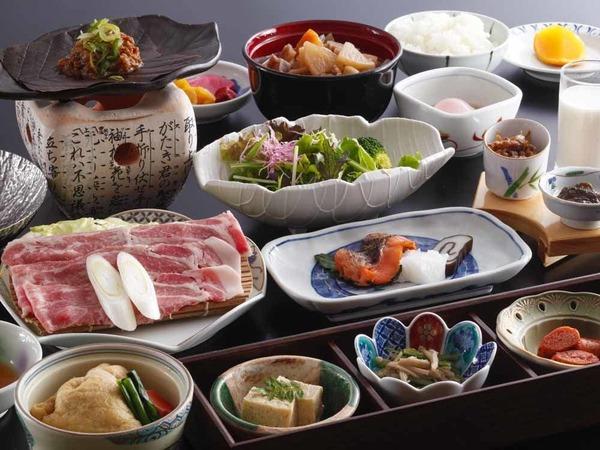 朴葉味噌と地元野菜で身体に優しい和朝食