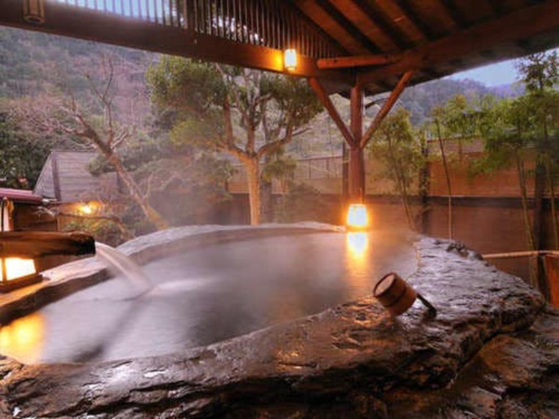 日本一の巨石風呂~天城の山々の夕景