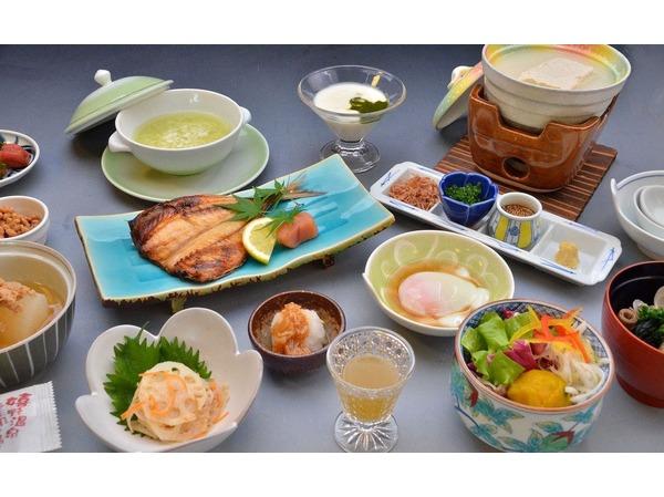朝がゆや名物温泉豆腐の朝食