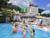 夏季限定ガーデンプール!ご宿泊者様は無料でお使いいただけます!浮き輪等の持込もOK!※空気入れは手動式のものお貸し出ししております。