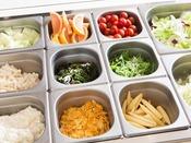 朝食 サラダ・フルーツコーナー(一例)