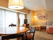 【スーペリア・和洋室】和風モダンな空間を演出したお部屋です。