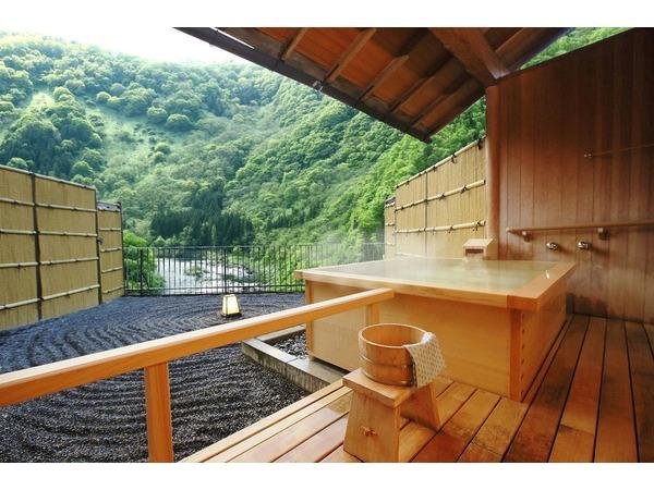 露天風呂付客室(和室)から望む新緑