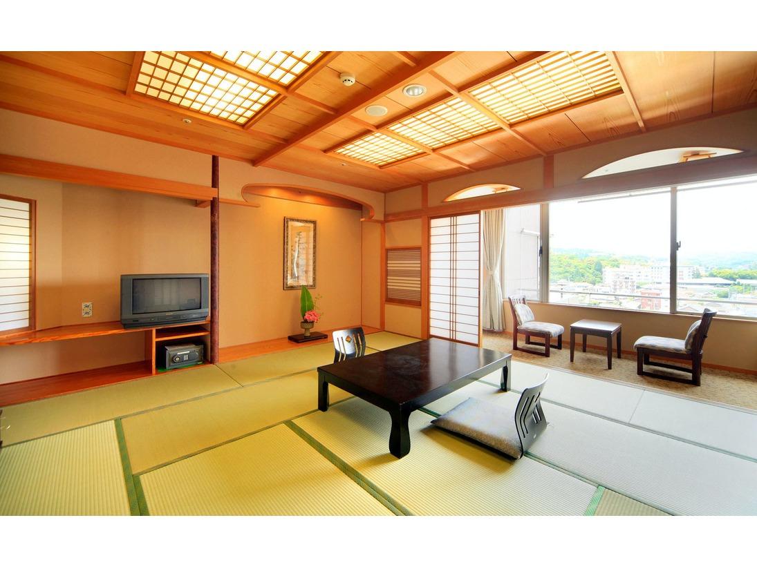 嬉野川に面した和室は、すべて12.5帖ととっても広々