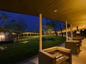 【森とリルのBBQフィールド】夜は満点の星空の下、ナイトバーベキューもお楽しみいただけます。
