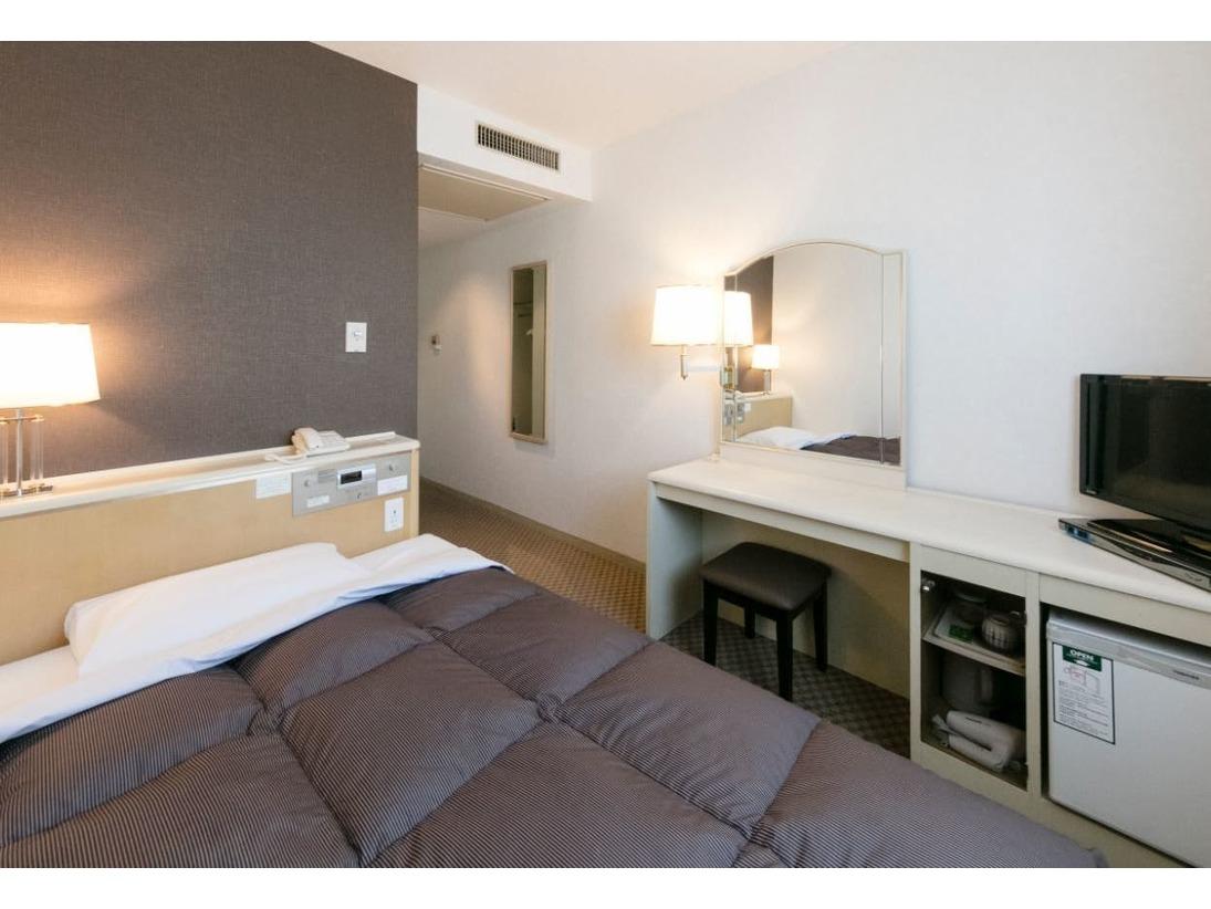 13.6平米 ベッドはダブル:幅140センチ