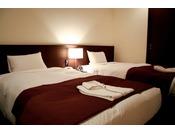 シモンズ社製ベッド心地よい眠りと健やかな目覚めを提供するシモンズ社製のベッドをご用意しております