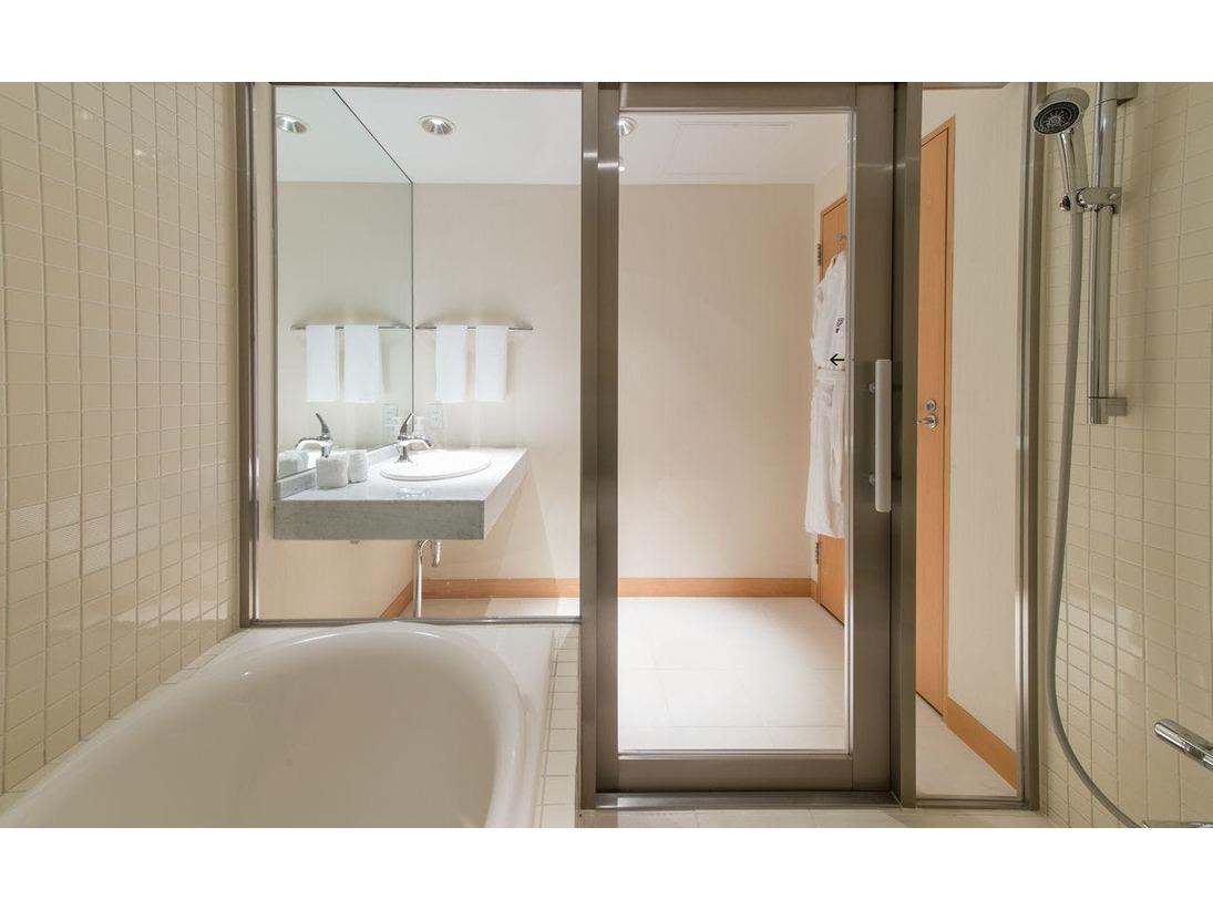 お子様と一緒に入れる洗い場付のバスルームを完備/ファミリー(47平米)