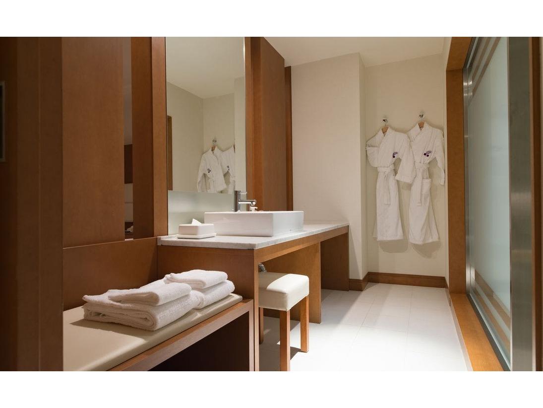 数少ない鏡一面の大きな洗面台