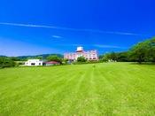 施設の外観。高台に位置するホテルの全客室からは、美しい太平洋を望むことが出来ます。