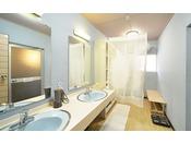 1階洗面台/浴室脱衣所