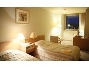 ツインルーム 夜は長野市内の夜景が望めます