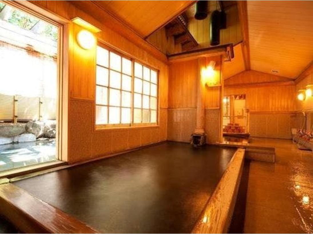 「金鱗の湯」「源流の湯」どちらにも露天風呂があり、四季折々の風情を楽しむことができます。