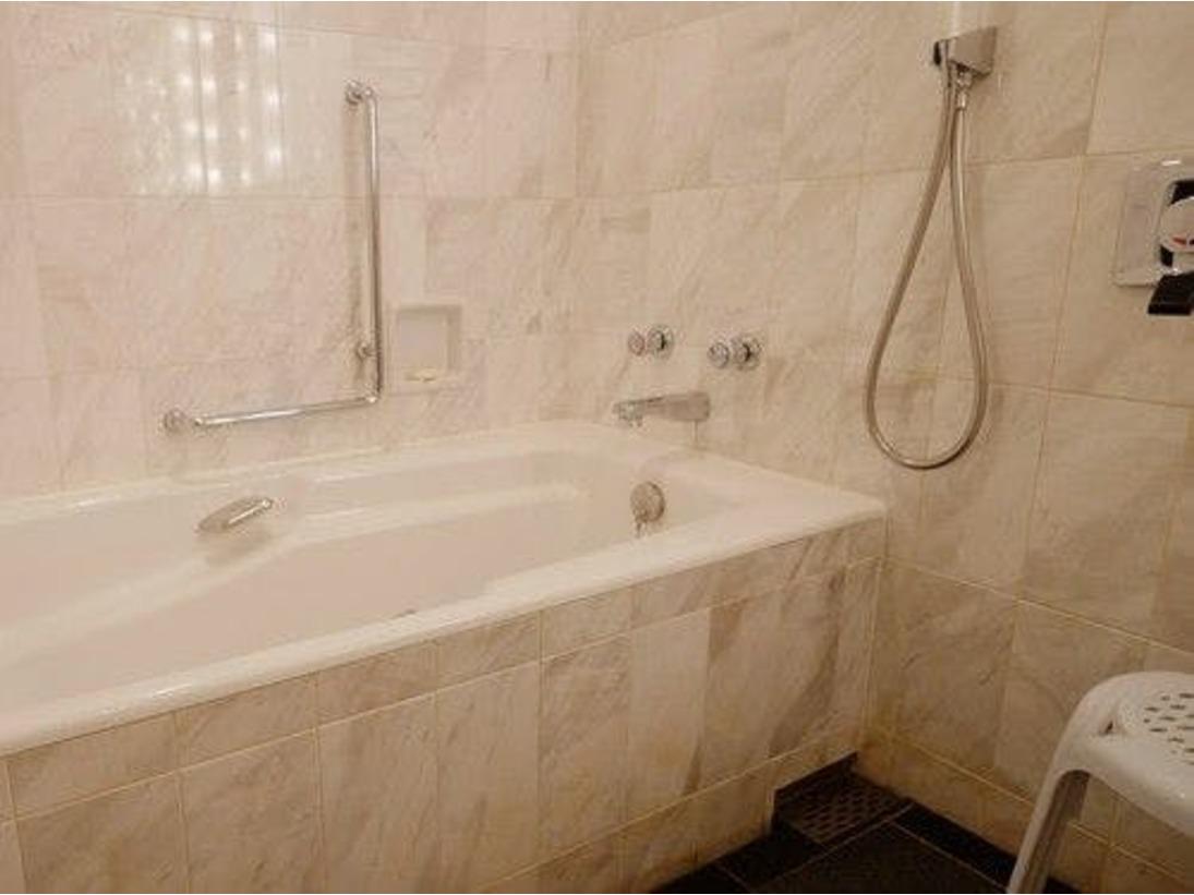 洗い場付き、ウェットエリアとドライエリアがセパレートになっていて使いやすいバスルーム。(レギュラーフロアスーペリア、リニューアルフロアスーペリア、インペリアルフロアデラックス)