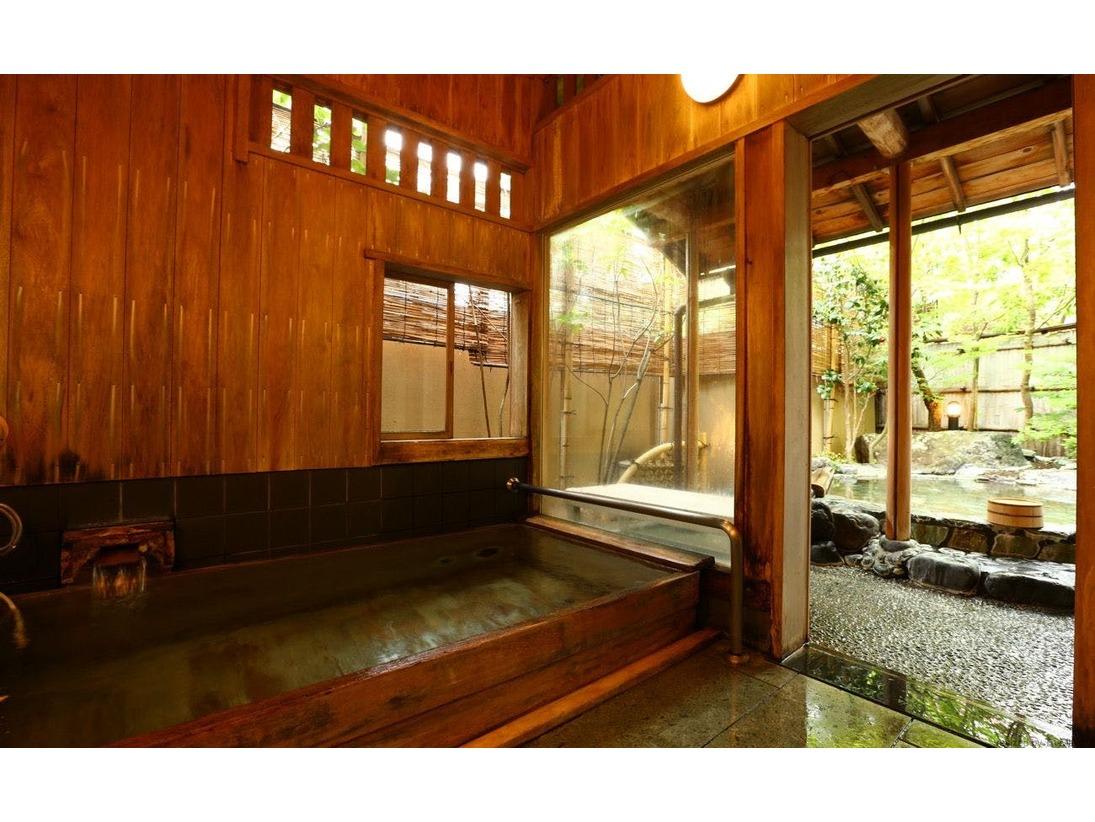 貸切風呂「山の辺の湯」内湯のほかに露天風呂がございます