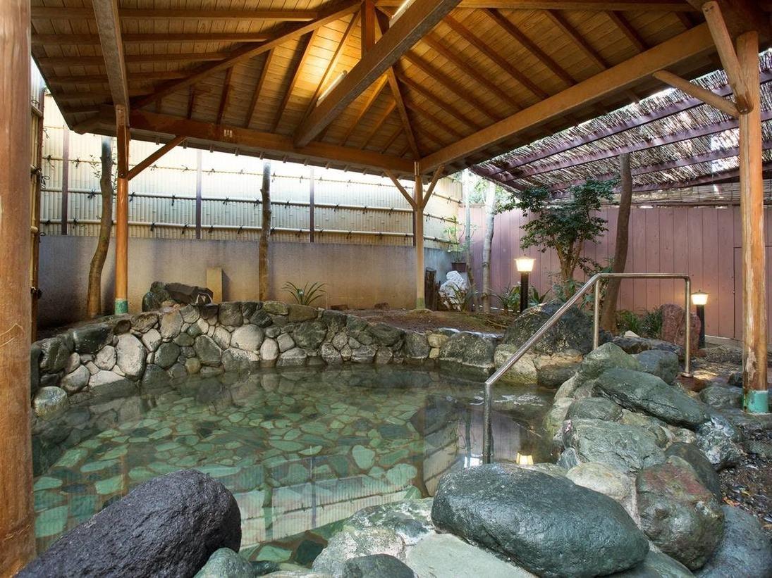 露天風呂「染殿」肌に優しい熱海の名湯が日々の疲れを癒してくれます。